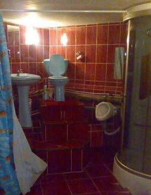 wc, baño, cuidado con la cabeza