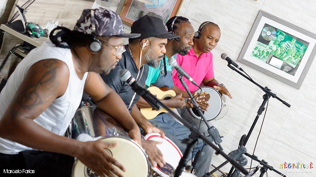 O Negritude Junior é formado atualmente por Ari, Claudinho, Feijão e Nenê. Foto: Marcelo Farias, acervo Negritude Junior.