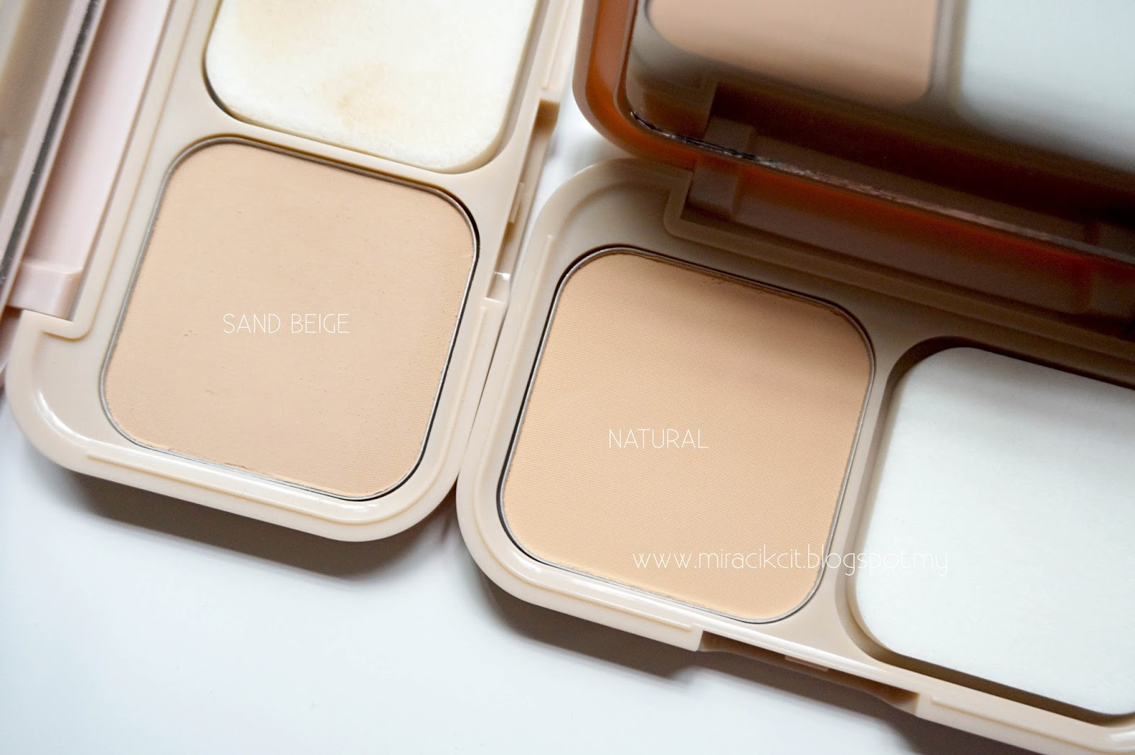 Review Maybelline New York Dream Satin Skin Compact Powder Two Way Cake 01 Light I Own 2 Shades Which Is Sand Beige And Also Natural Since Im Slighter Dark Gave The Shade To My Mum Inside Of Looks Exactly