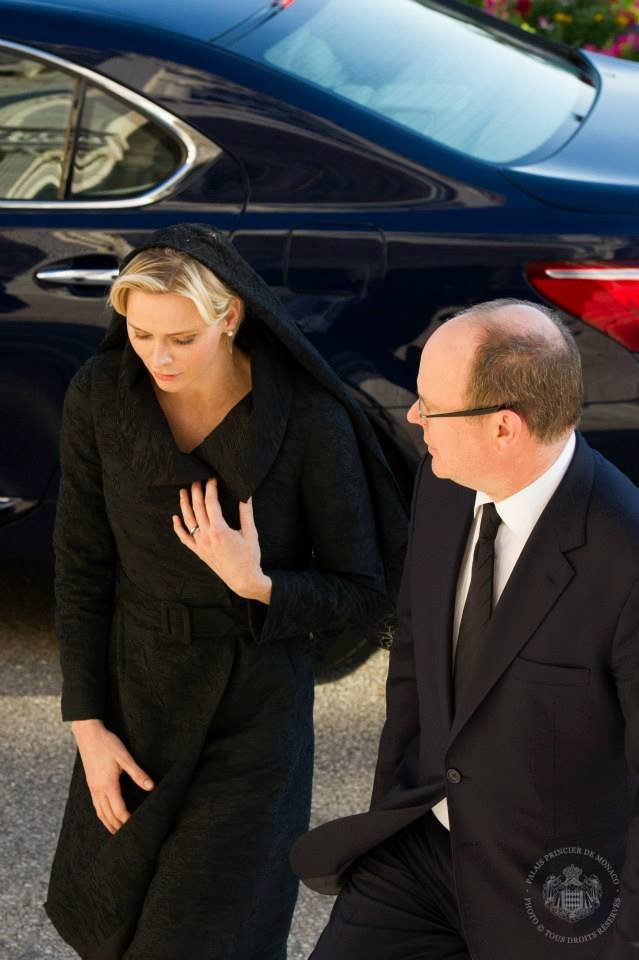 Monaco Royal Family attends a mass to honor of the Prince Rainier  Newmyroyals  Hollywood Fashion