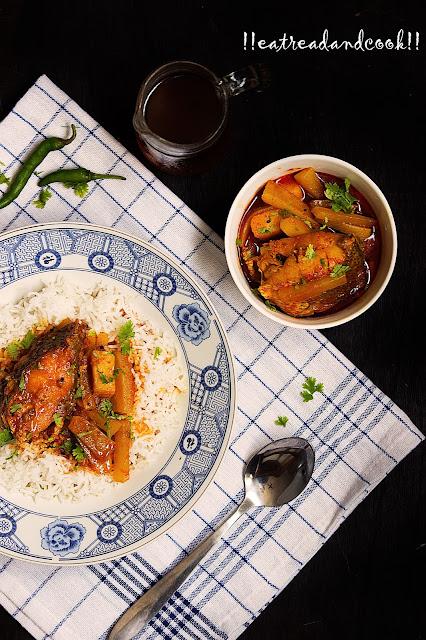 simple bengali Mulo Diye Macher Jhol recipe and preparation / Bengali Fish Curry with Radish recipe and preparation
