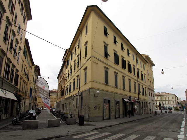 Corner building between via Sardi e via Ricasoli, Livorno