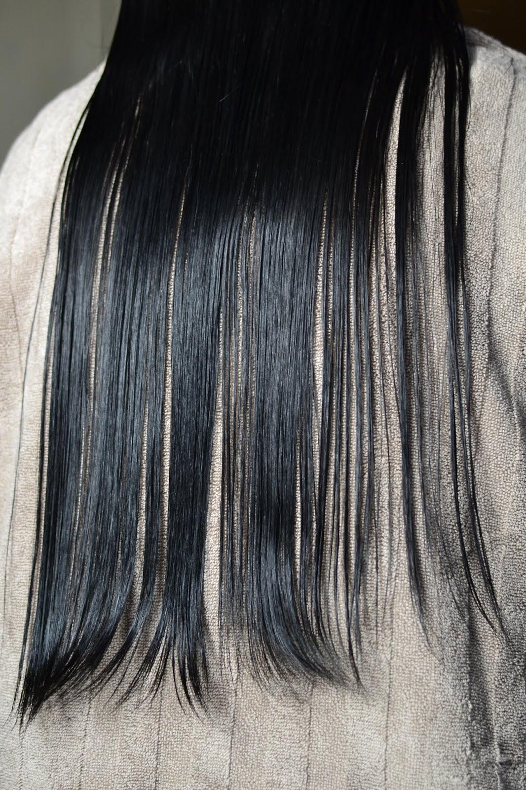 mycie włosów na długości maską