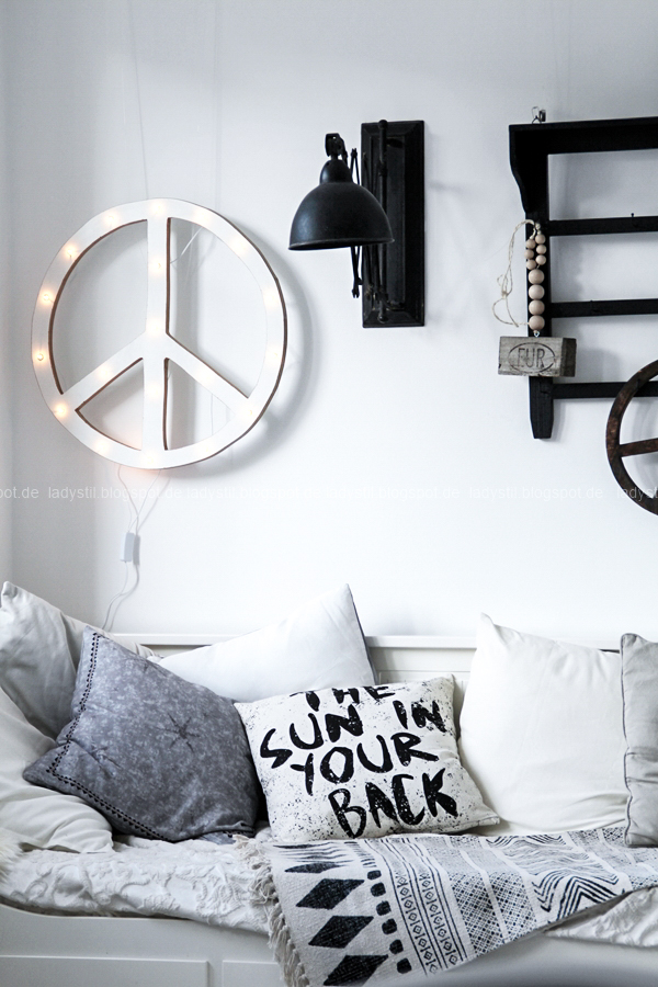diy leuchtobjekt peace dekodonnerstag toilettendeckel absenkautomatik. Black Bedroom Furniture Sets. Home Design Ideas