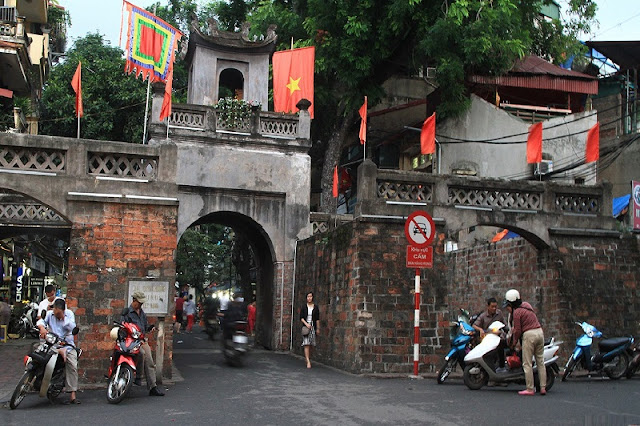 Top 5 'must-see' tourist Hanoi attractions!! 7