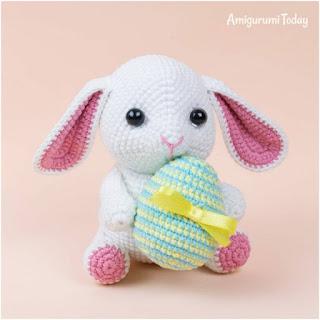 patron amigurumi Conejo con huevo de Pascua amigurumi today