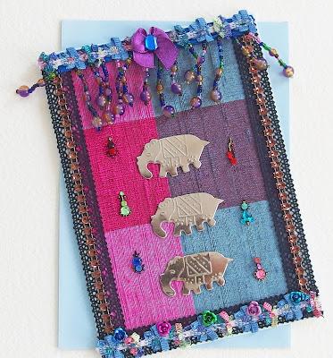 https://www.alittlemarket.com/cartes/fr_carte_ethnique_voeux_felicitations_madras_violet_l_inde_aux_elephants_violet_bleu_et_argent_-10192339.html