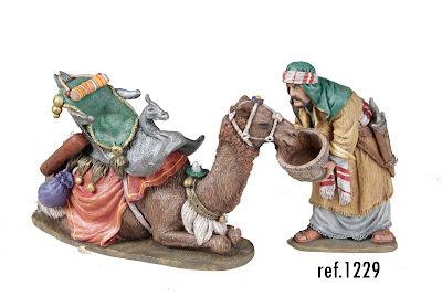 camello bebiendo 12 cm.