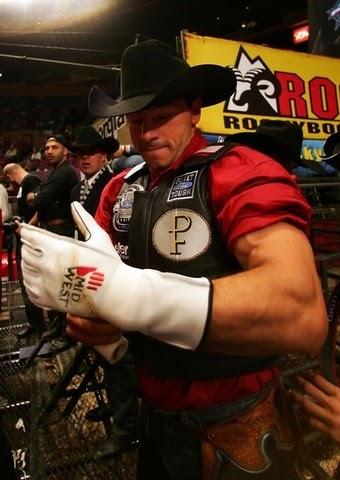 Short Go: Para quem não viu Adriano Moraes Professional Bull Riders Adriano Moraes