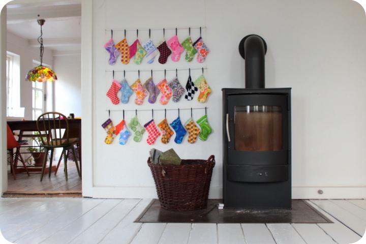 LaRaLiL: Alle 24 sokker på væggen