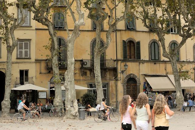 O que ver/fazer na Piazza Napoleone em Lucca