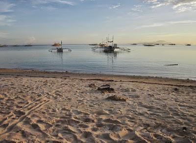 calm-waves-in-Danao-Beach