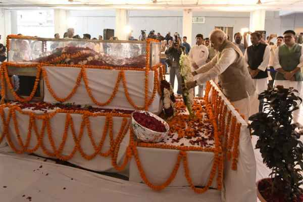 modi-paid-tribute-to-sunder-lal-in-bhopal-after-his-death-28-12-2016