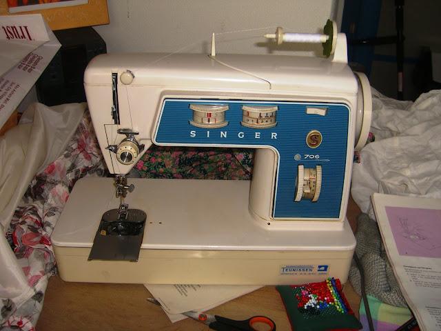 Singer naaimachine die nog van oma is geweest.