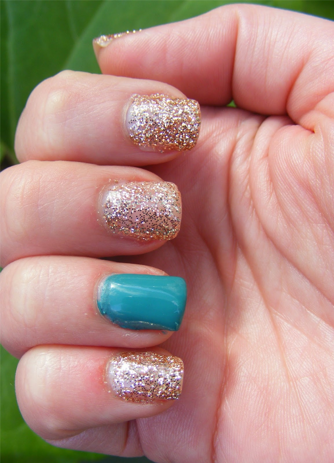 Cosette's Beauty Pantry: Nails Of The Day (NOTD): Glitter