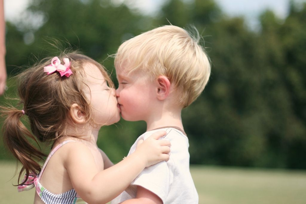 Прикольные картинки поцелуи детей, днем сотрудника органов