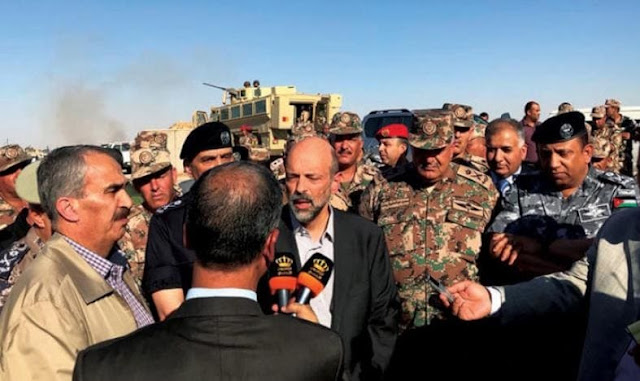 رئيس الوزراء الأردني :هناك مجموعات مسلحة بين النازحين السوريين على حدودنا