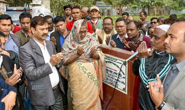গাইবান্ধার পৌরসভার অধীনে ৫টি সড়ক ও ২টি ড্রেন নির্মাণ কাজের উদ্বোধন
