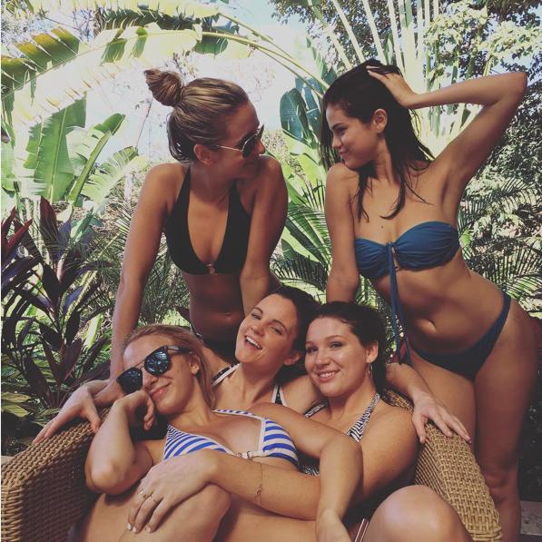 Selena Gómez recibe el año presumiendo cuerpazo
