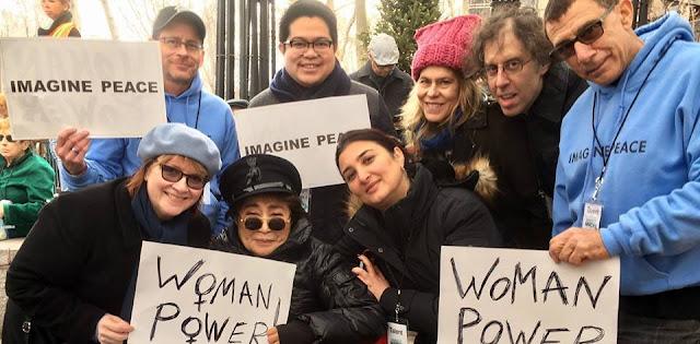 The Beatles Polska: Yoko Ono wzięła udział w marszu przeciwko Trumpowi