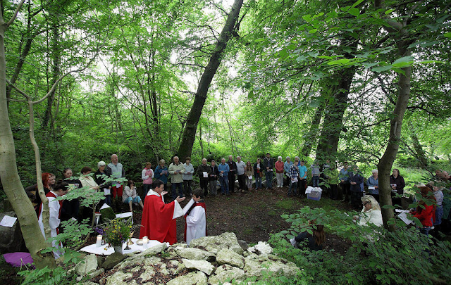 Photo of a contemporary mass celebrated at the Mass Rock, Glenside Road, Belfast