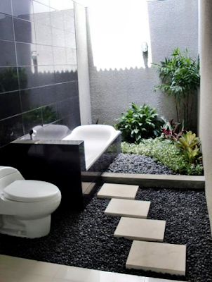 Desain Kamar Mandi Minimalis Modern Untuk Rumah Sederhana Dengan Konsep Alami dan Setengah Terbuka