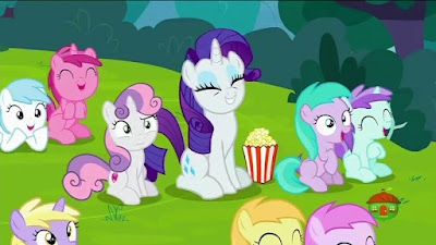 Sweetie Belle and Rarity watch a puppet show