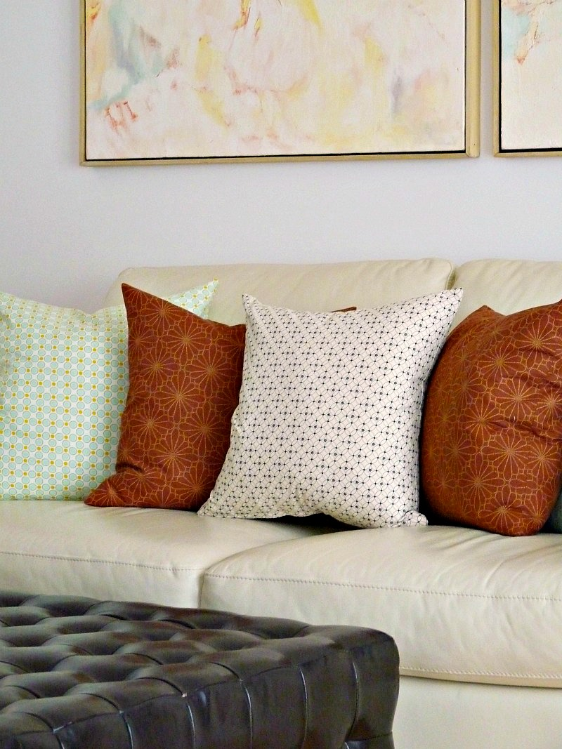 Mixing pillow patterns - subtle
