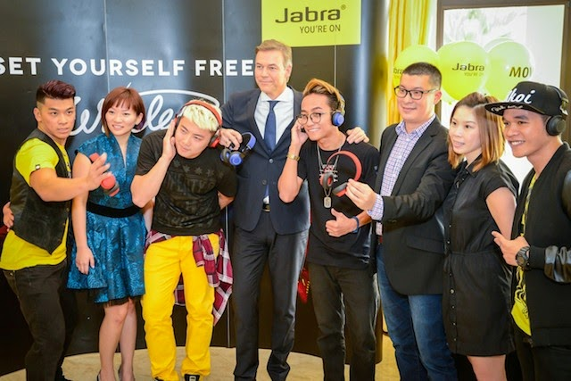 Dennis Yin, Ann Goh, His Excellency Nicolai Ruge, Jonathan Tang, Margaret Ang and members of Elecoldxhot launching the Jabra Move