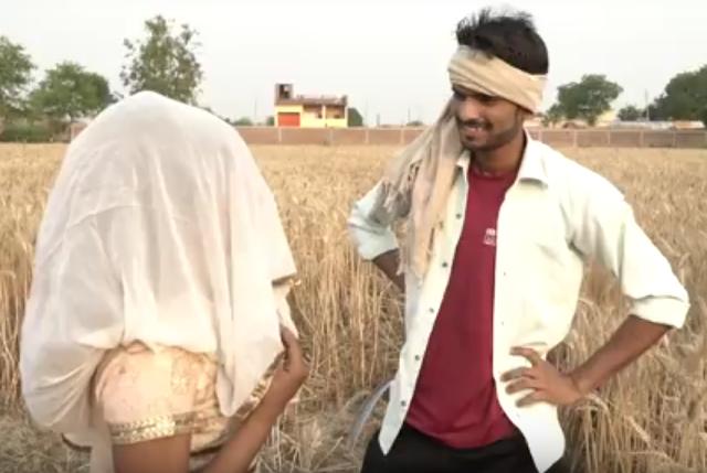 खेतों में गेहूं काटते हुए इस जोड़े ने किया ऐसा काम - khet me masti ka nayaa haryanvi video