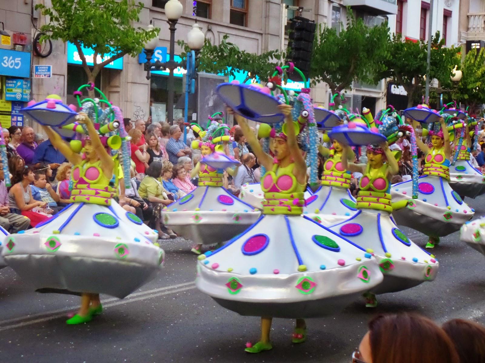 El Blog de María Serralba-¿Qué es el desfile del ninot?