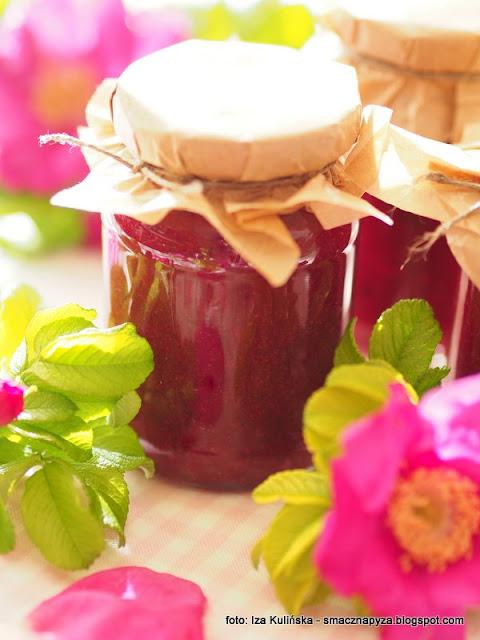 konfitura z platkow rozy, ucieranie konfitury, makutra, domowe przetwory, tradycyjne metody, platki rozy, jadalne kwiaty