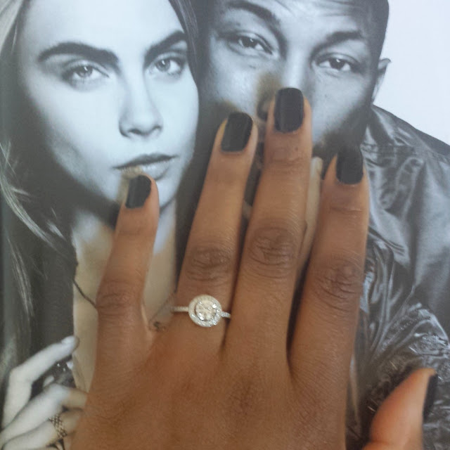 engagement ring bouton