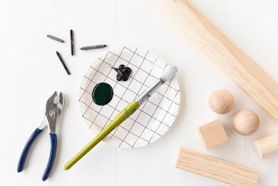Garderobenhaken aus massivem Holz zum Selbermachen - schönes Design zum leichteren Einrichten im Flur, Schlafzimmer und Kinderzimmer