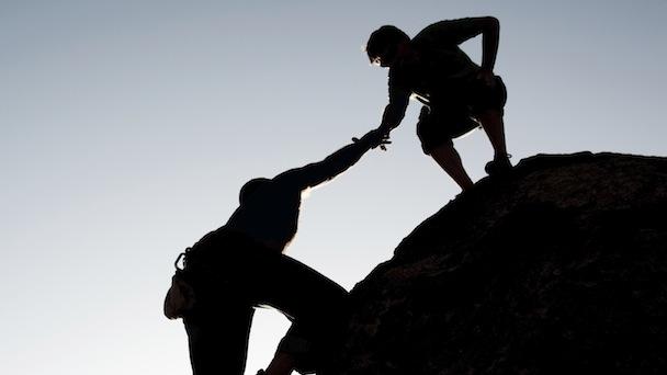 طرق لمساعدة الآخرين على الإيمان بأنفسهم