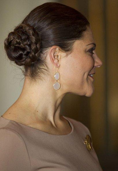 Crown Princess Victoria met Ewa Kopacz. Princess is carrying a Chanel Clutch and wearing LK Bennett nude pumps