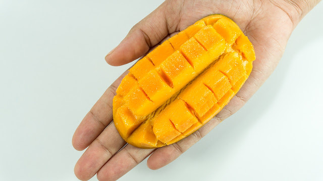 how to peel mango