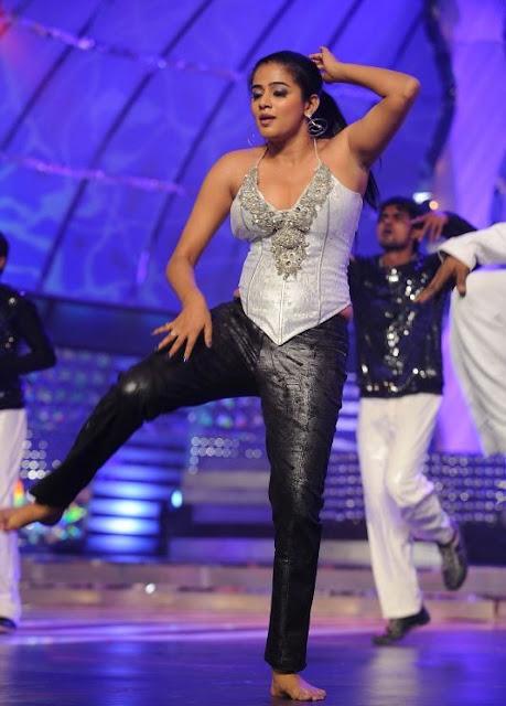 Priyamani Dance Performance at Lux Sandal Cinemaa Awards (18)