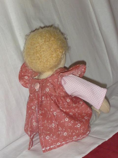 Puppen nähen und ankleiden