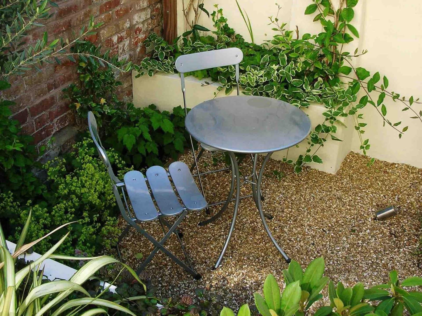 Small courtyard garden design idea