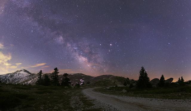 Dải Ngân Hà và các hành tinh ở Thổ Nhĩ Kỳ. Tác giả : Tunç Tezel (TWAN).