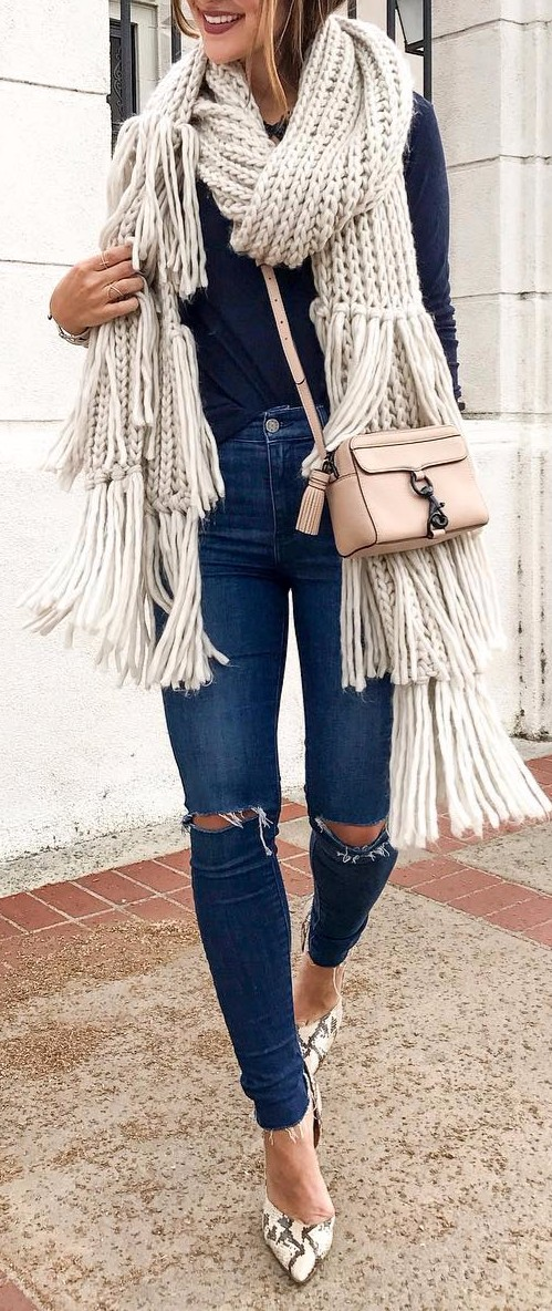 Street style | Giant scarf + rips + heels = casual outfit