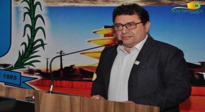 Cortes: prefeito reduz em 50% salário de secretários e exonera servidores
