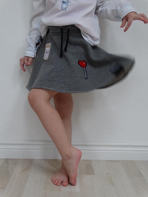 Spódnica dresowa z naszywkami