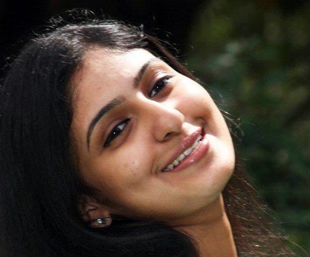 Tamil Actress Mounika Without Makeup Oily Face