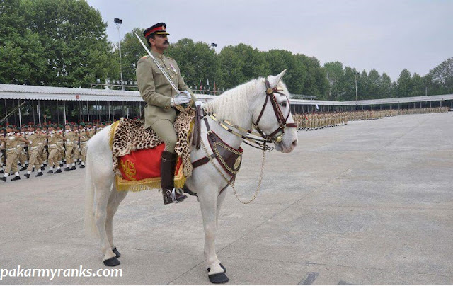 PMA Kakul pics-PMA Drill Officer or Major during Pakistan Military Academy Kakul paradel