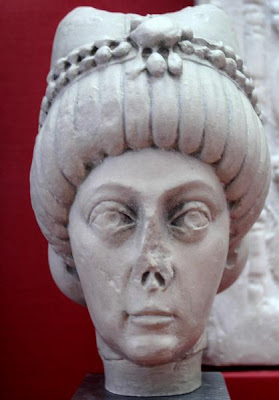 kini kita mempunyai kesempatan untuk menentukan gubernur kita sendiri 10 Raja dan Ratu Paling Aneh
