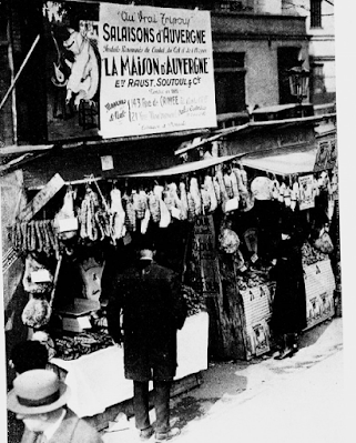 Marchand de salaisons du quartier de la Roquette à Paris