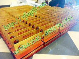 biển chức danh bằng đồng đế gỗ đẹp,biển chức danh mika đế gỗ, cung cấp biển chức dan