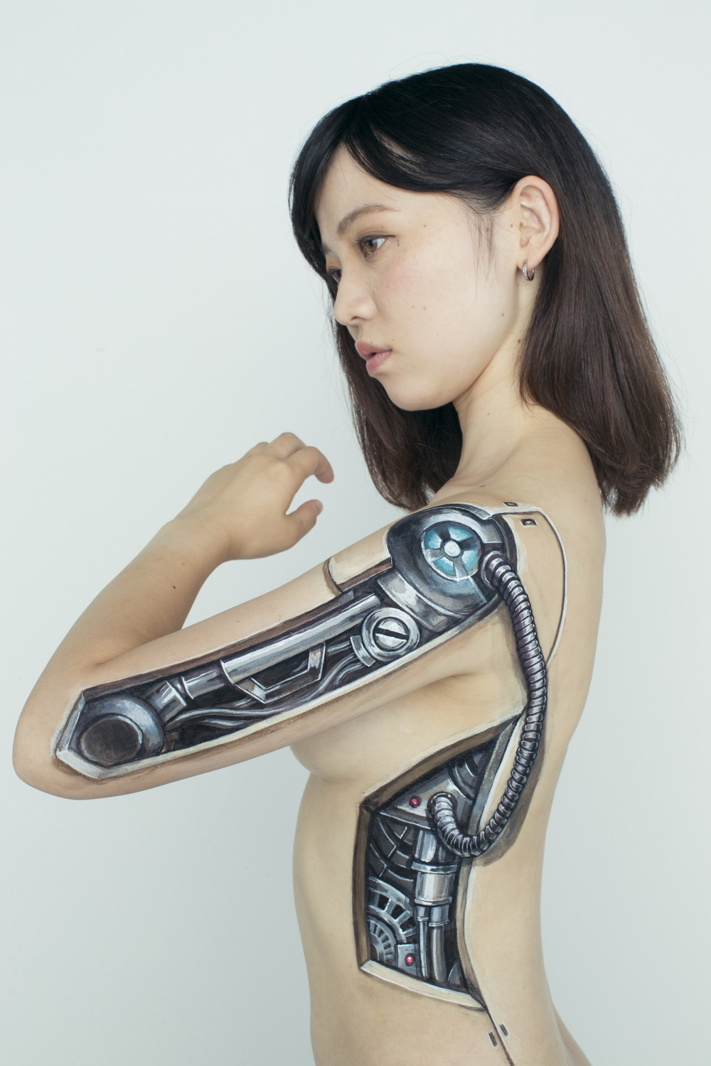 16-Super-Flash-Girls-Hikaru-Cho-チョーヒカル-Body-Painting-Her-way-Through-University-www-designstack-co